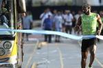 Gara di velocità contro un pullman: Bolt vince a Buenos Aires