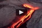 Lava e neve, lo spettacolo dell'Etna in eruzione