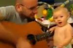 Baby rocker si scatena sulle note di Bon Jovi