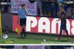 Mangia la banana in campo: la risposta di Alves ai razzisti