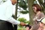 Obama passeggia tra la gente comune: lo stupore dei passanti