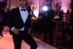 Improvvisa ballo per la sua sposa: il video impazza sul web