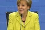 "La Merkel compie 60 anni, cronista le canta ""Happy Birthday"""