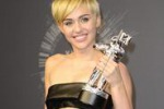 "Miley Cyrus, ""Wrecking Ball"" è il miglior video dell'anno"