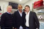 A Palermo un nuovo negozio di sport, si fa festa con i rosanero