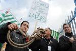 """Alenia, gli operai alla Fornero: """"Non cambiate l'articolo 18"""""""