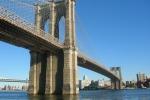 Maltempo, crolla pezzo facciata del ponte di Brooklyn: 5 feriti