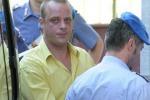 Assaltano furgone della polizia per liberare detenuto: due feriti a Varese, muore un bandito