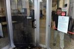 Equitalia nel caos: due molotov contro la sede di Livorno