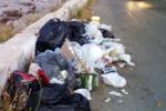 Rifiuti a Nicosia, sei capi per venti operai: scoppia il caso