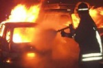 Nuovo attentato incendiario a Gela, a fuoco anche due saracinesche