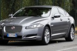 Jaguar F-Type, una sportiva elegante Due posti, tetto in tela, tre motori V6 e V8