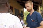Ebola, dimesso dall'ospedale il medico Brantly: il primo a usare il siero