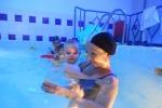Il primo impatto con l'acqua: corsi in piscina anche per neonati