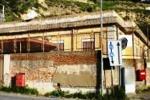 L'ex scuola Capitan Traina diventa rifugio di sbandati