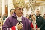 Portopalo, sorpresa alla fine del funerale Il vescovo non trova più l'iPhone: rubato