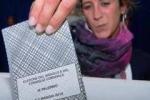 Fotografa scheda elettorale con cellulare: denunciato