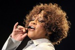 Musica, morta Whitney Houston. COMMENTA