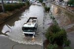 Modica, statale invasa dall'acqua: disagi e traffico in tilt