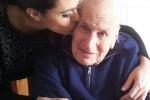 """E' morto il papà di Maria Grazia Cucinotta L'attrice sul web: """"Grazie per esserci sempre stato"""""""