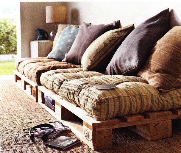 Arredamenti low cost con il legno Per divani e tavoli torna il ...