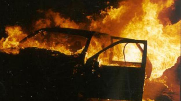 auto bruciata Scicli, incendio scicli, Ragusa, Cronaca