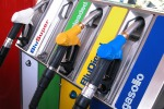 Benzina mai così cara: prezzo a 1,641 euro
