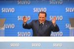 """Berlusconi a Bari: """"Se si vota a giugno, io candidato premier"""""""