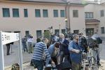 """Berlusconi, il giorno dei servizi sociali: il """"debutto"""" alla Sacra Famiglia"""