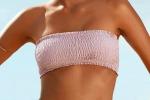 È il momento della prova costume Bikini a fascia e slip ancora più piccoli