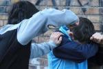 Lancio di sassi e minacce, bullo di 15 anni in comunità a Siracusa