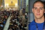 Morto a 22 anni in un incidente a Palermo, lacrime per l'addio a Carlo