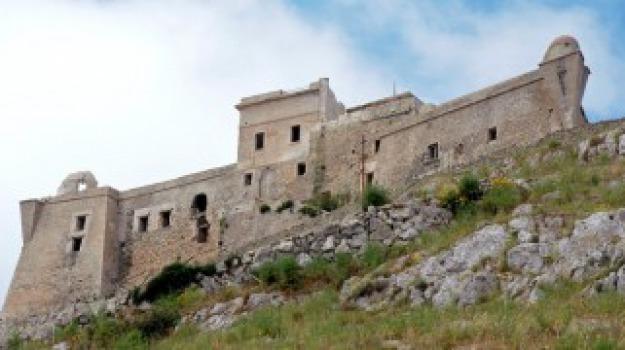 Castello Favignana, Trapani, Economia