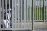Sommossa al «Cie», forze dell'ordine evitano un'altra fuga