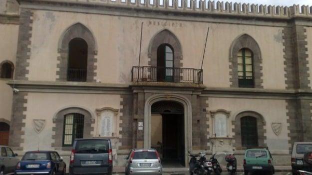 bolletta salata a Lipari, Canneto Dentro, commissario, Messina, Economia