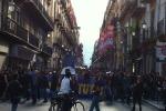 Giovani in corteo a Palermo, momenti di tensione