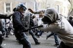 Scontri, cariche e 6 fermi: il corteo si trasforma in guerriglia a Roma