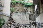 """Via Papa Luciani, il costone """"scivola"""": a rischio anche palazzo di via Cicerone"""