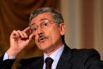 """D'Alema: """"Chi è sotto processo non può governare in Sicilia"""""""
