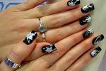 La femminilità sulle mani Smalto permanente e tinte scure