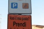 «Vuoi il mio posto? Prendi il mio handicap!», rimossi cartelloni offensivi a Ragusa