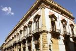Palermo, porta sbarrate a palazzo Sant'Elia