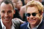 Alle Eolie Elton John col suo partner