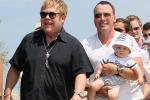 Nuova legge sui matrimoni gay in Inghilterra Anche Elton John sposerà il suo compagno