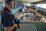 """Terrorismo, """"esplosivo nascosto nel latte per neonati"""": allarme sicurezza negli aeroporti"""