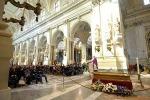 Folla ai funerali di Giorgio Li Bassi, il ricordo di amici e familiari
