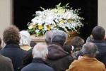 Commosso addio ad Alessandro, Don Pumilia: «Un angelo in cielo»