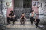 """Gaza, continuano i bombardamenti e la popolazione fugge: """"Scappate via"""""""