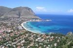 Vacanze, sul web uno su due sceglie la Sicilia