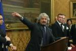 """Riforme, Grillo urla al """"Colpo stato"""" Renzi replica: """"Il suo è colpo di sole"""""""
